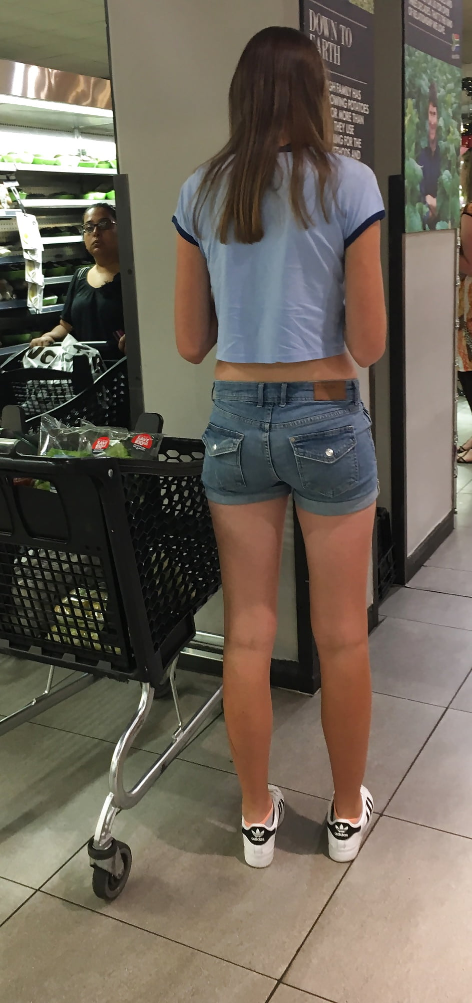 18 yr Tall and tight and not camera shy mall teen